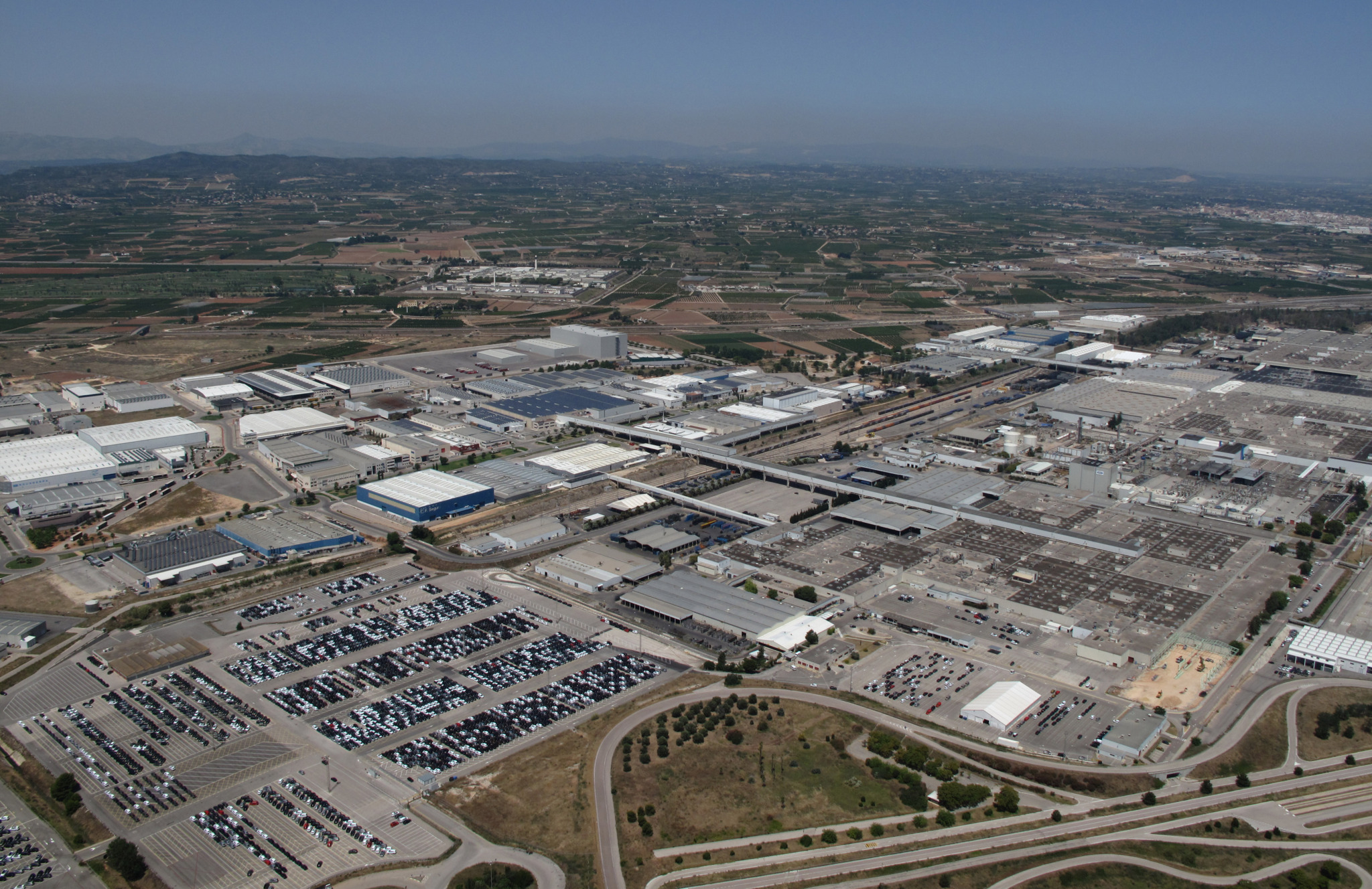 Plastic Hose Clamps >> Ford chooses the Valencian plant to dress its workers with ...
