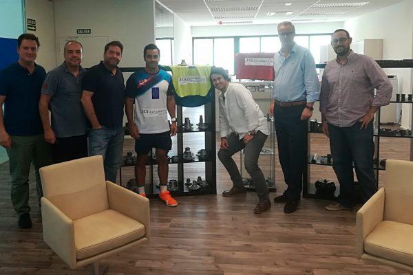 JG Automotive apoya el pádel y a Manu Martín